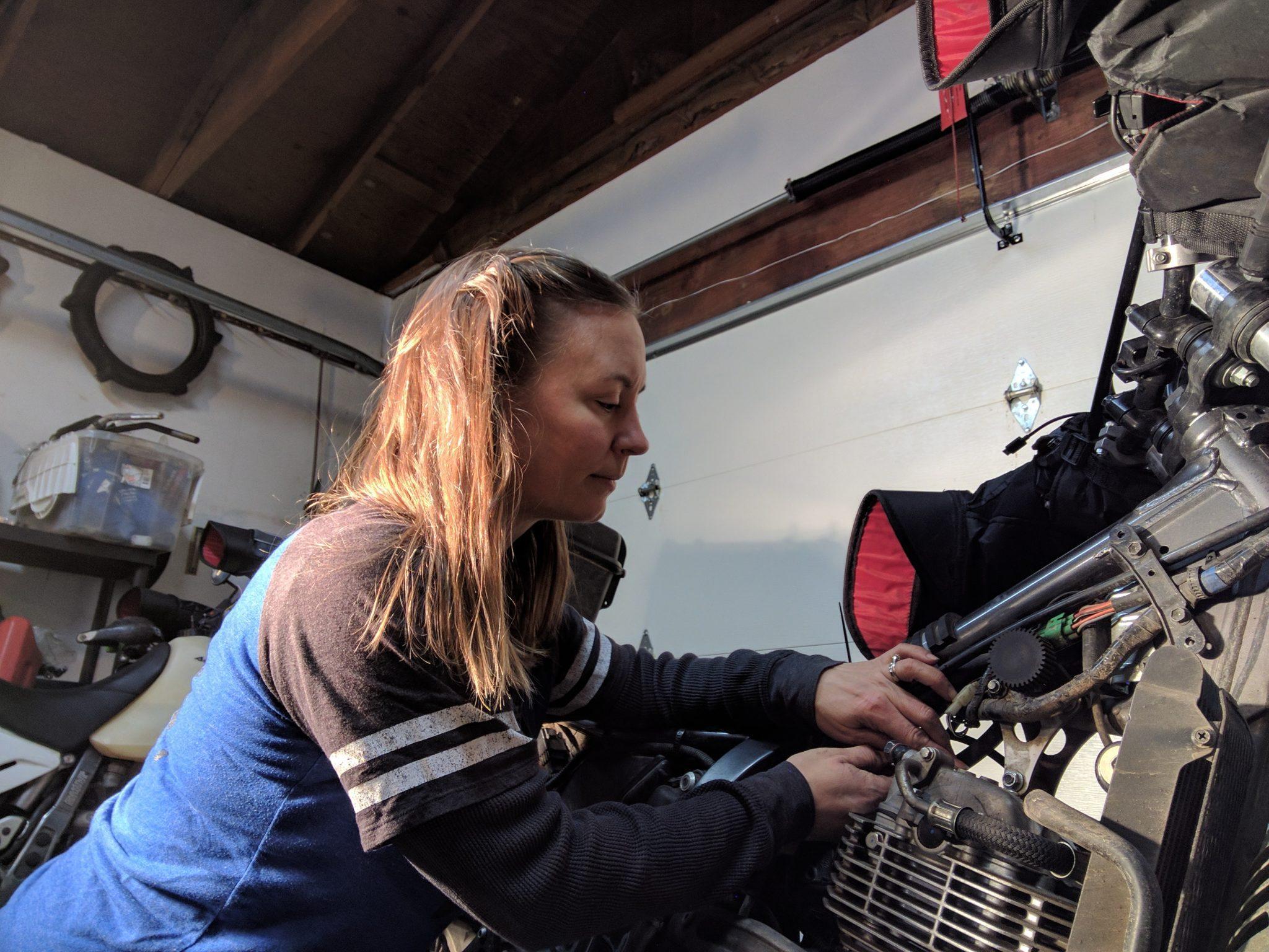 adjusting motorcycle valves